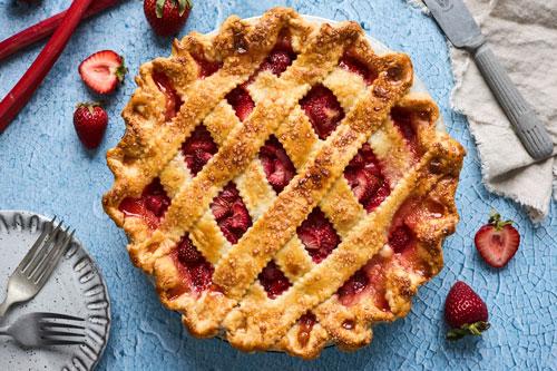 Easy Classic Strawberry Rhubarb Pie