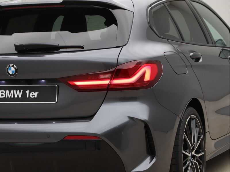 BMW 1 Serie 118i High Exe. M-Sport afbeelding 21