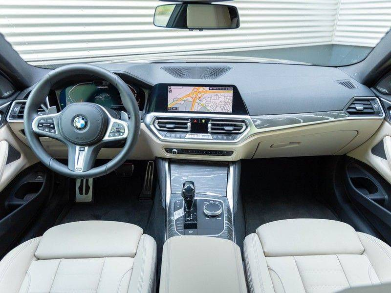 BMW 4 Serie Coupé M440i xDrive - High Executive - M-Remmen - Harman Kardon - Driving Ass Prof afbeelding 13