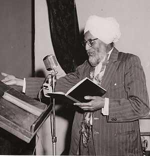Ishar Singh 'Ishar' Bhaiya reciting a poem