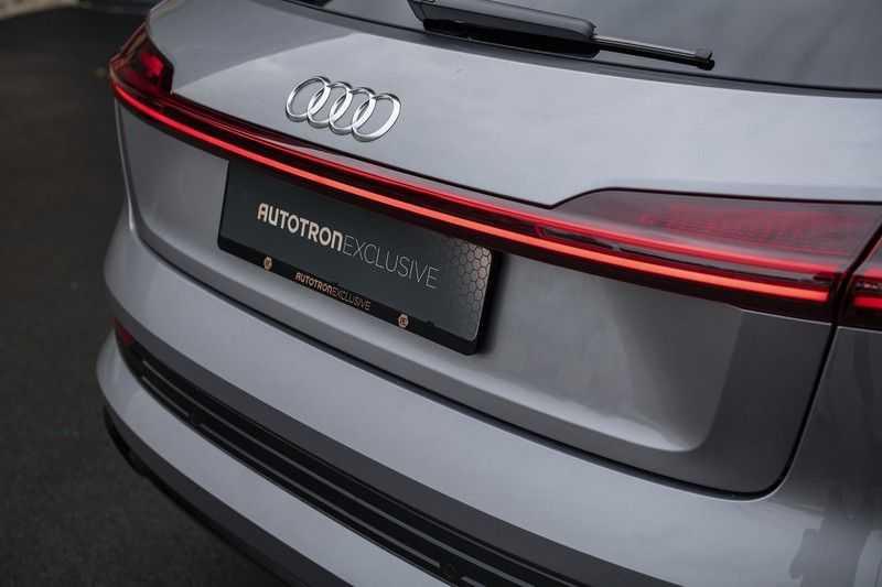 "Audi E-tron 55 e-tron quattro Advanced Pro Line S DECEMBER 2018!! € 146,- netto bijtelling pm! Head-up + B&O etc. Tot januari 2024 4% bijtelling!! Prijs inclusief 22"" velgen afbeelding 17"