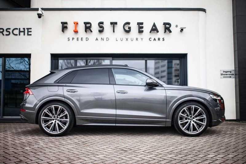 """Audi Q8 50 TDI Quattro *S-line / 23"""" / Panorama / Matrix-LED / Standkachel* afbeelding 3"""
