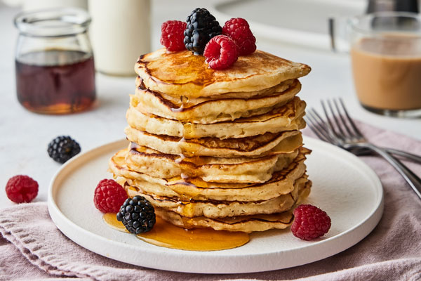 Easy Delicious and Fluffy Buttermilk Pancakes