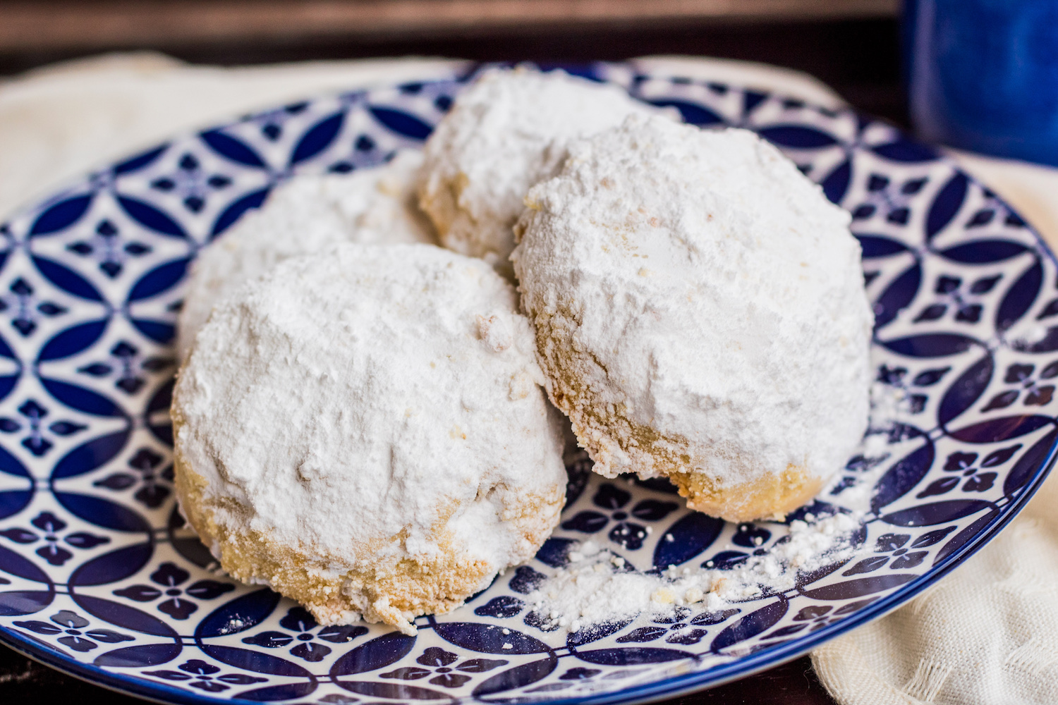Melt in your mouth Greek shortbread cookies (kourabiethes)