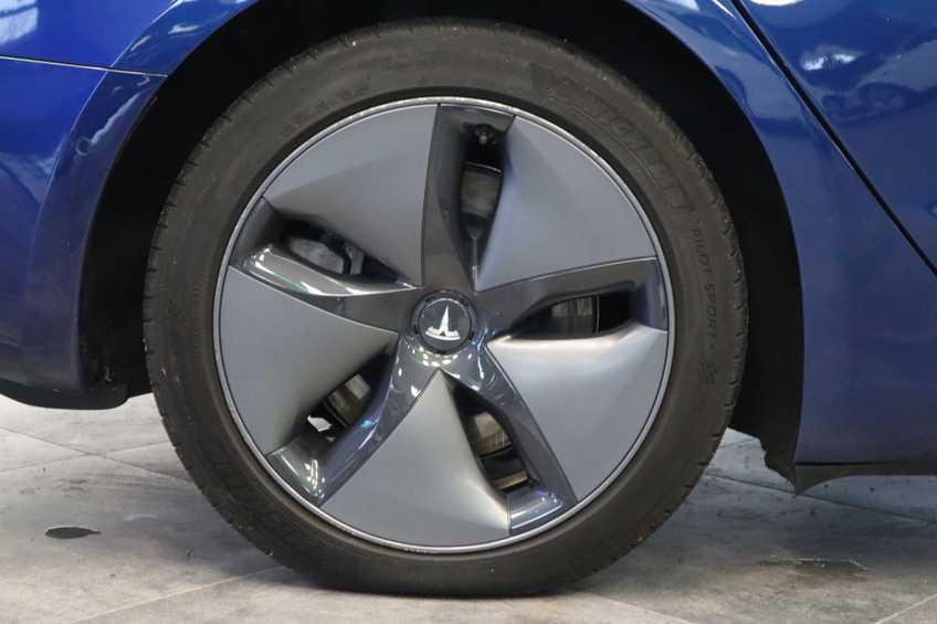 """Tesla Model 3 Long Range EX BTW 4% Bijtelling Navi Leder 18""""LM Blauw wit afbeelding 2"""
