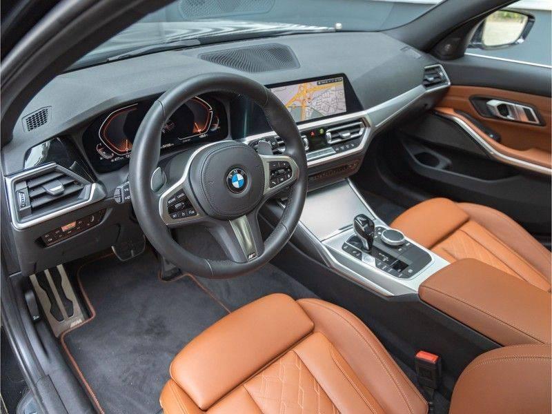 BMW 3 Serie Touring 330i M-Sport - Individual - Memoryzetel - Panorama - Trekhaak afbeelding 12