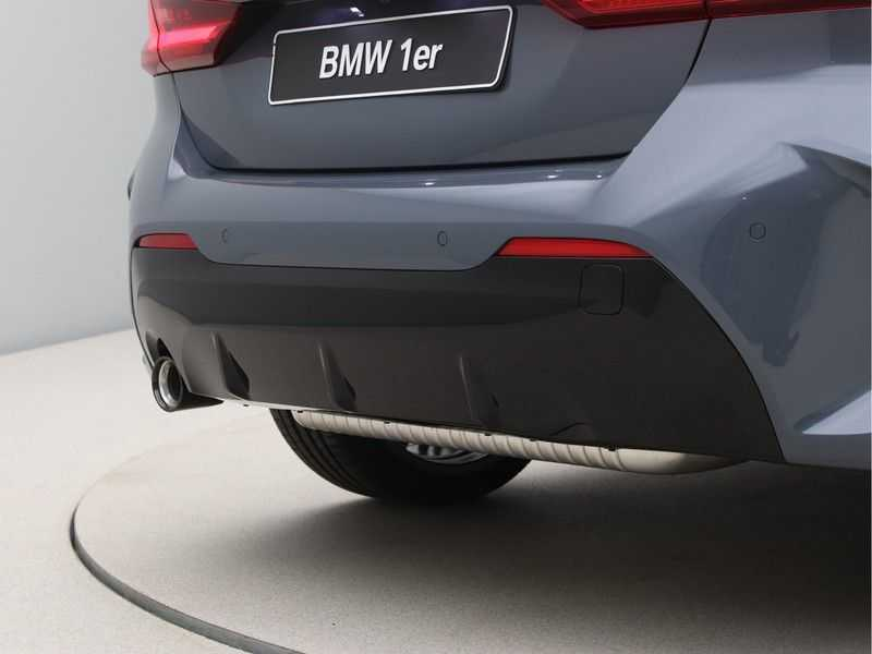 BMW 1 Serie 118i 5rds High Exe M-Sport Aut. afbeelding 22