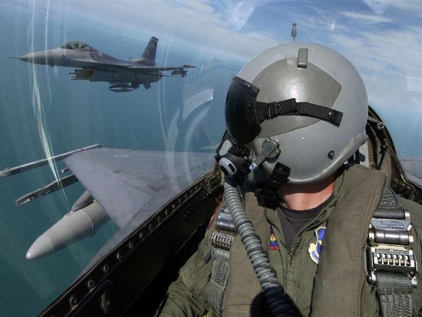 백악관,  국방비  10%증액..군사력강화