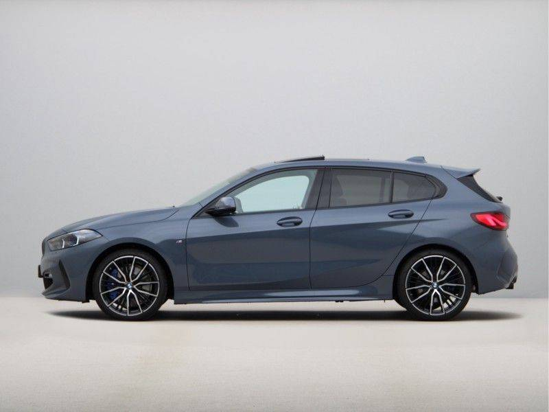 BMW 1 Serie 120i High Exe M-Sport Aut. afbeelding 12
