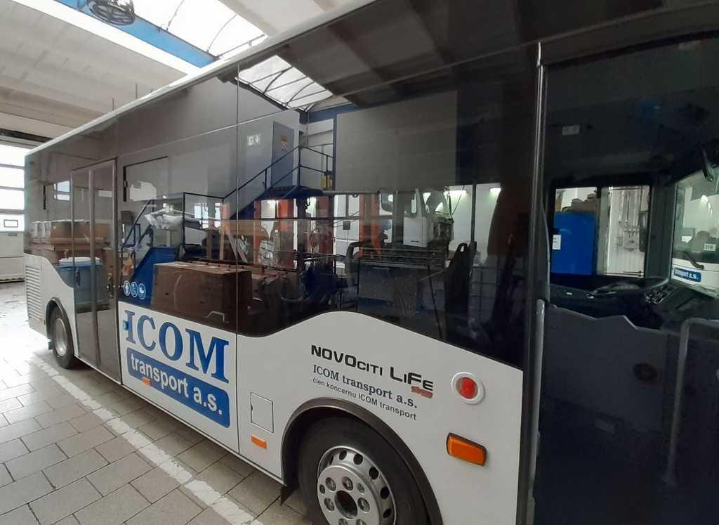 Příprava nového autobusu ISUZU pro pelhřimovskou MHD