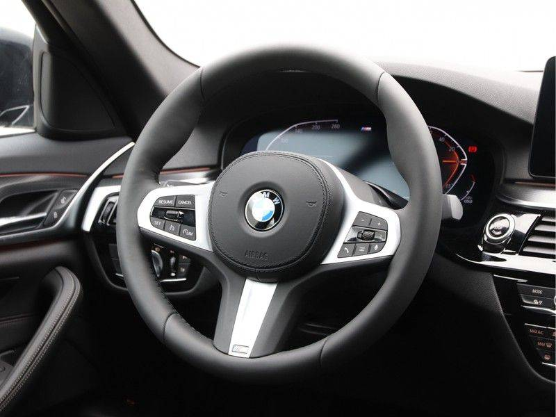 BMW 5 Serie 520i High Exe M-Sport Aut. afbeelding 2