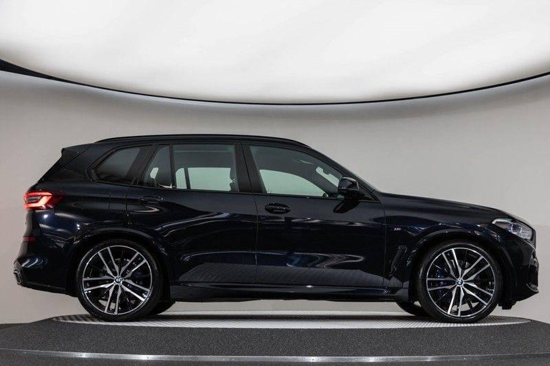 "BMW X5 M40i xDrive 340pk Panoramadak VirtualCockpit ShadowLine Sportleder+Memory Head-Up Hifi Luchtvering ACC Laserlicht AmbientLight Keyless Sportuitlaat 22"" 360Camera ParkAssist Pdc afbeelding 17"