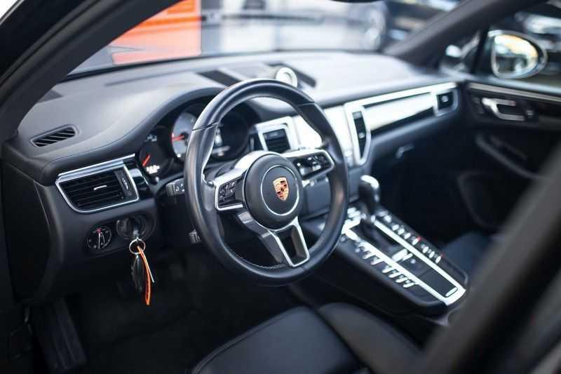 "Porsche Macan 3.0 D S *Pano / Luchtvering / 21"" Turbo / Sport Chrono* afbeelding 2"