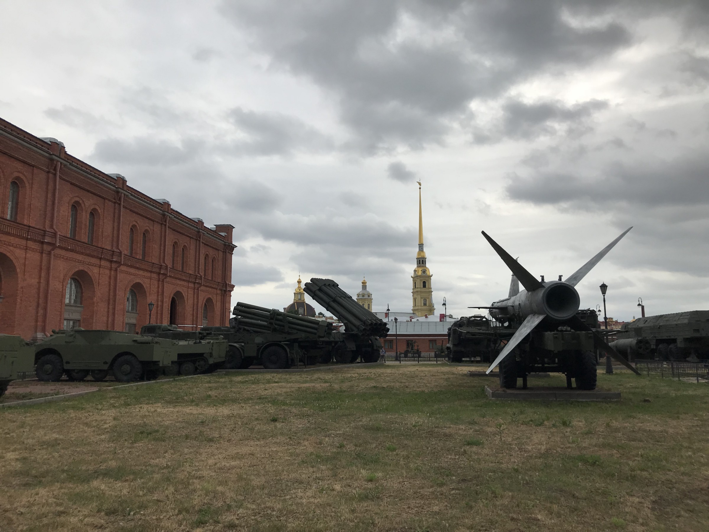 The Museum of Artillery (red) includes an outdoor display of historic and modern Russian artillery.