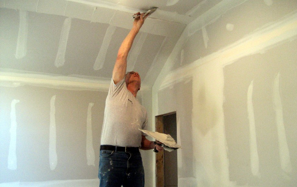 drywall contractor working on Long Island, NY