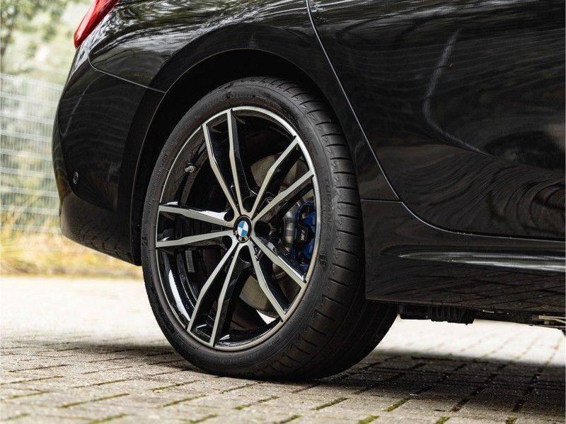 BMW 3 Serie Touring 330e xDrive M-Sport - Panorama - Harman Kardon - Active Cruise afbeelding 11