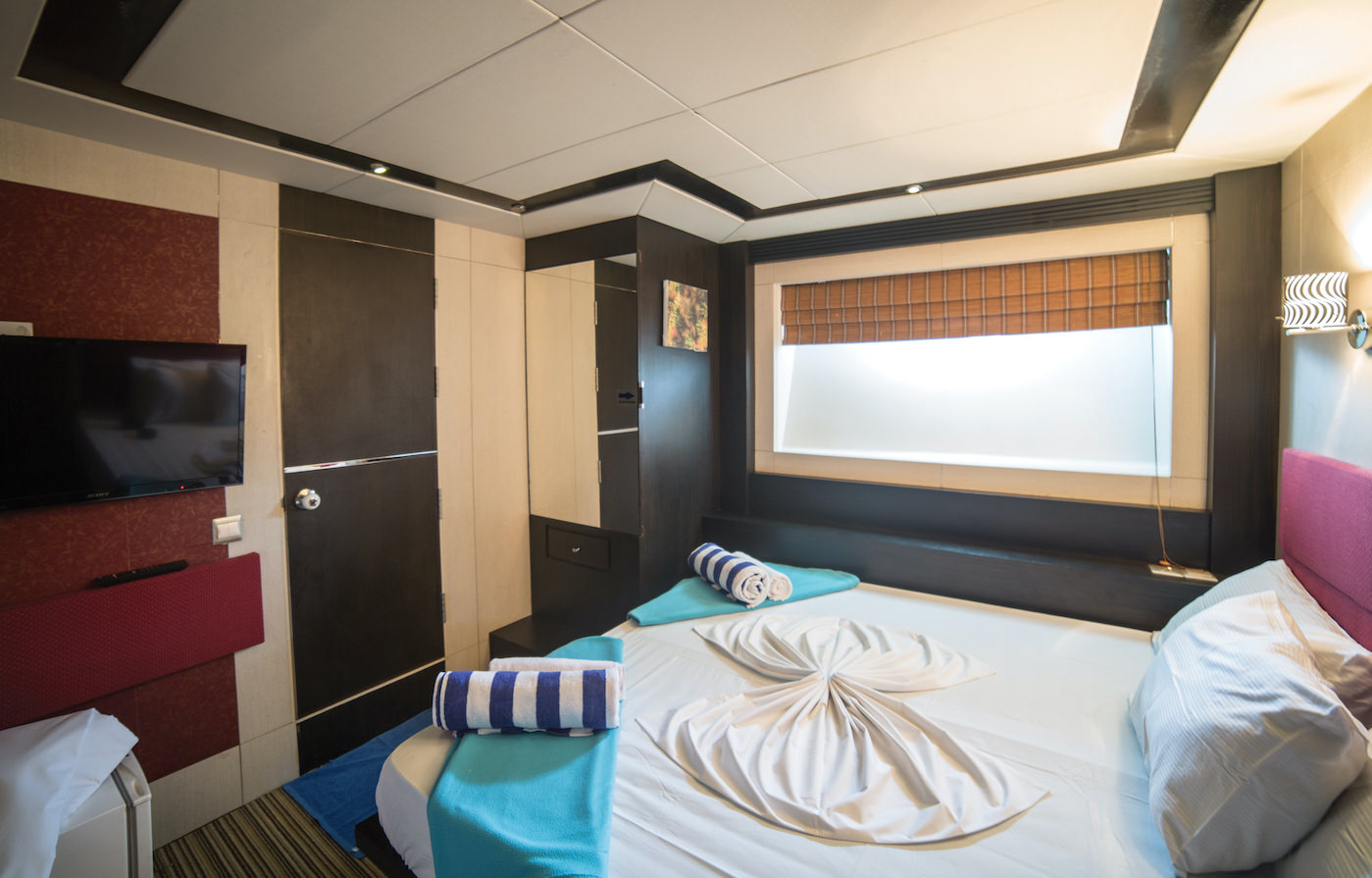 Honors Legacy luxury motor yacht surf charter for Maldives Atolls Cabin Suite