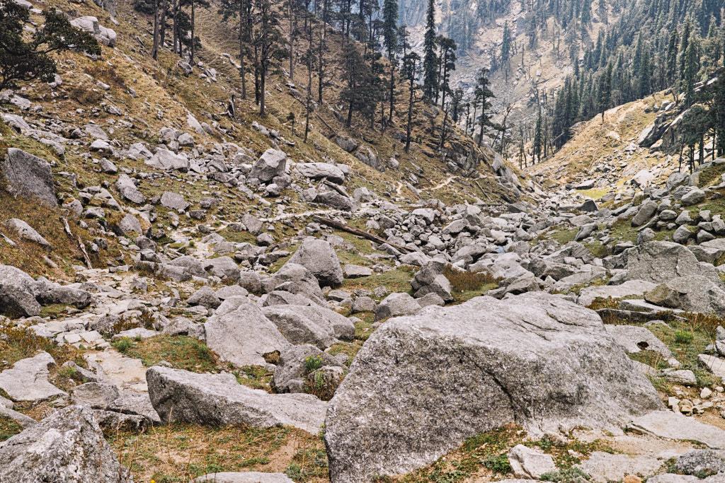 Walking to Kareri lake through a boulder field