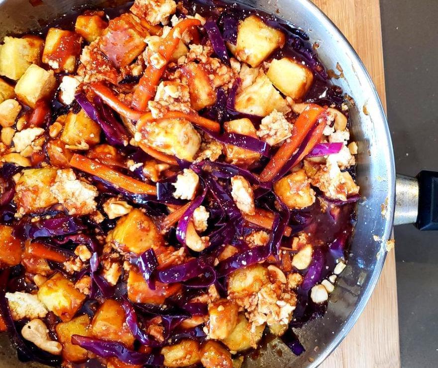 Pan with cababge, carrots, tofu, and pad Thai Sauce