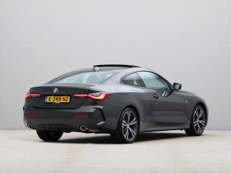 BMW 4 Serie 420i Coupé High Exe M-Sport Aut. afbeelding 9