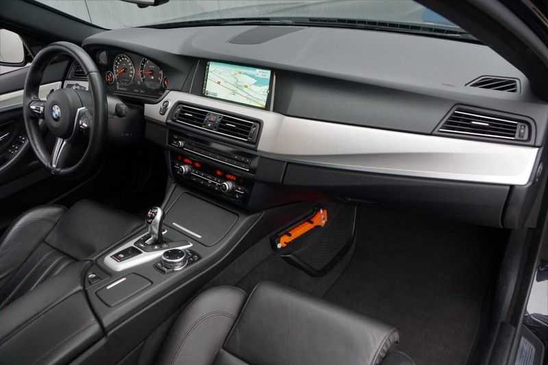 BMW 5 Serie M5 / Schuifdak / Harman Kardon / Side Assist / Head-Up / Stuurverw. / Trekhaak / Massage afbeelding 3