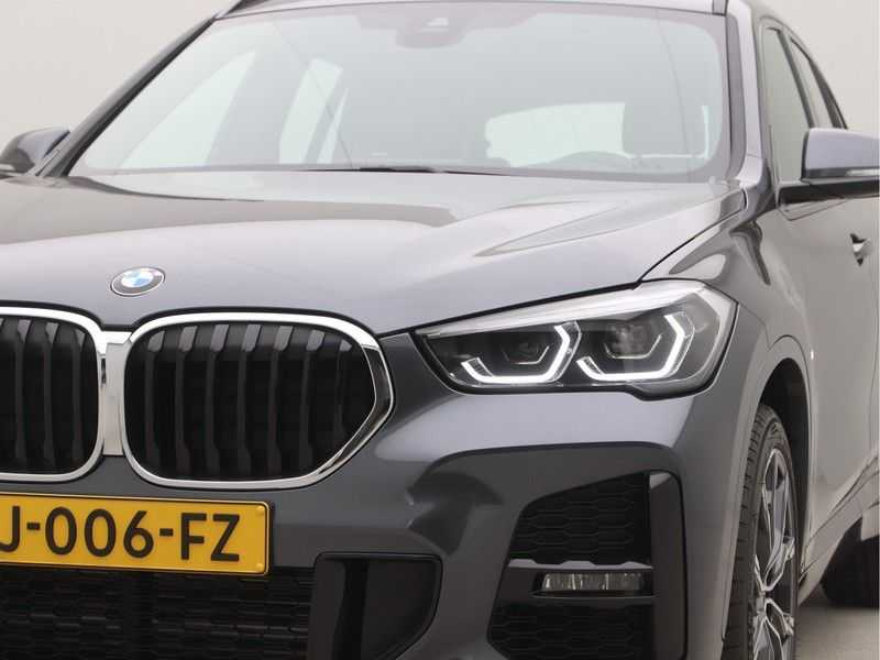 BMW X1 sDrive18i Executive Edition M-Sport Automaat afbeelding 16