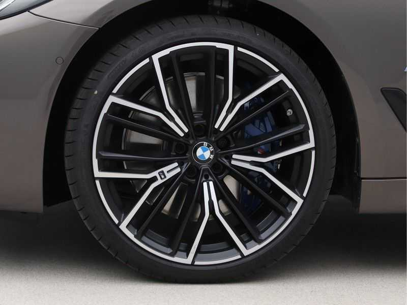 BMW 5 Serie 540i High Exe M-Sport afbeelding 20
