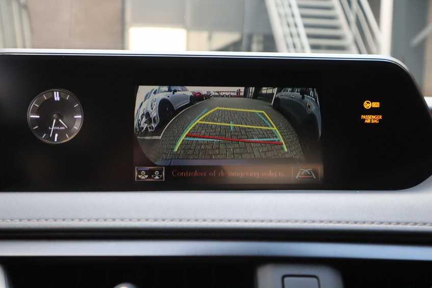 """Lexus UX 250h F Leder Navigatie Clima Cruise Camera Elektr. Klep 18""""LM *tot 24 maanden garantie (*vraag naar de voorwaarden) afbeelding 12"""