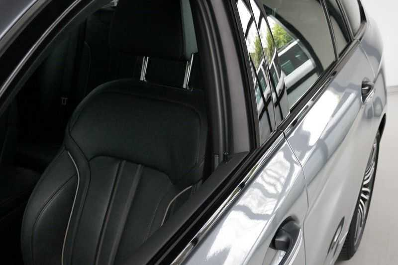 BMW 5 Serie Touring 520d High Executive M-sport afbeelding 10