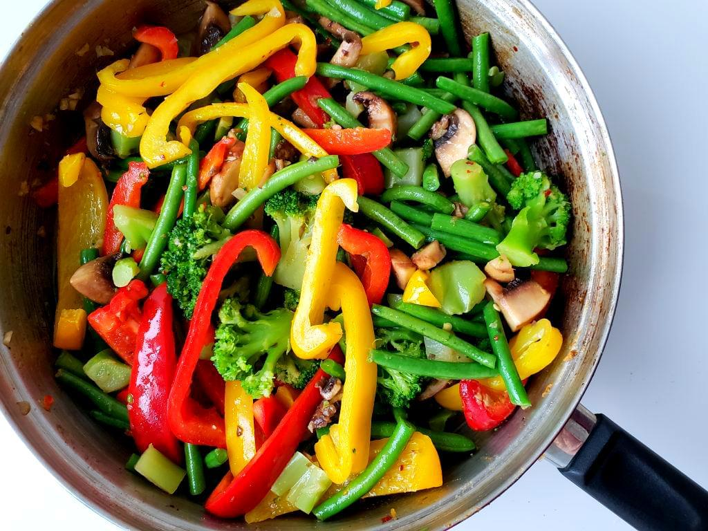 Pan with peppers, broccoli florets, and mushrooms