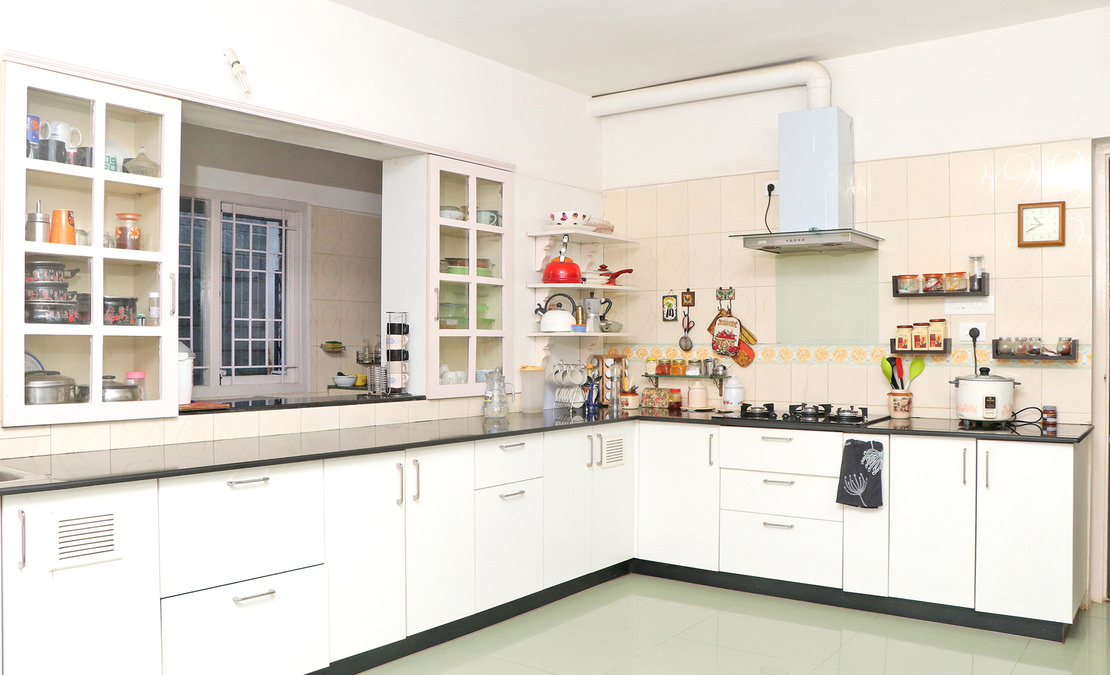 Well suited spacious modern kitchen