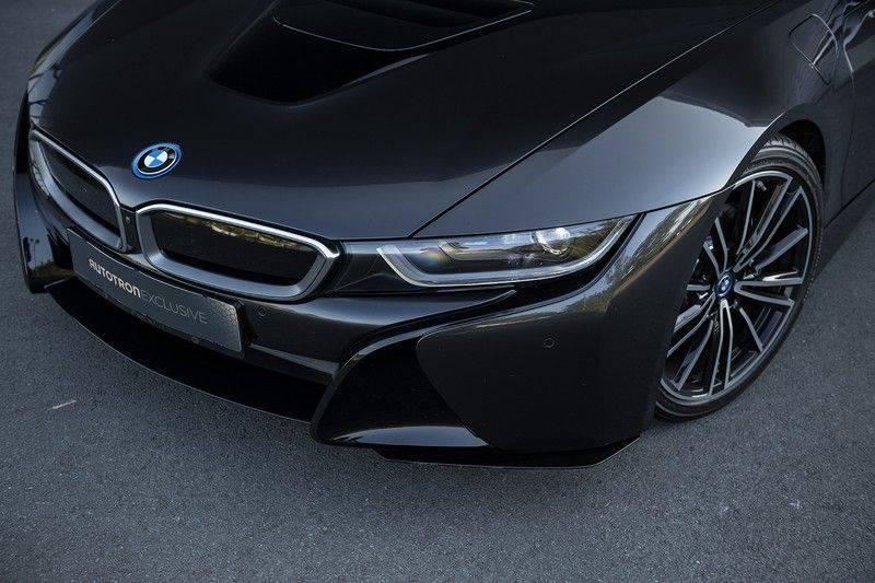 BMW i8 Roadster Dry Carbon, Carbon interieur afwerking, Accaro fijn nappa leder, Progressive package , Laser LED Koplampen afbeelding 13