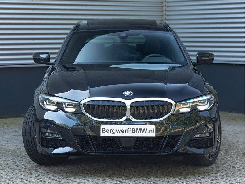 BMW 3 Serie Touring 330e xDrive M-Sport - Panorama - Active Cruise - Harman Kardon - Camera afbeelding 5