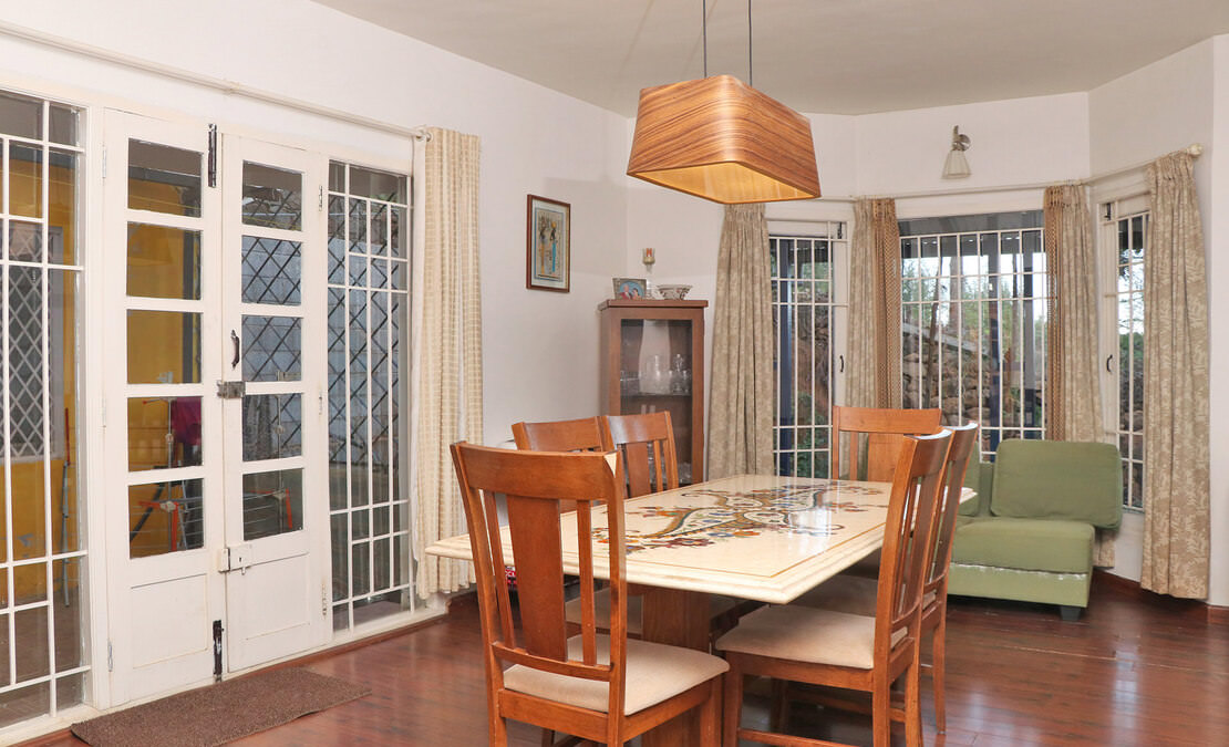 Dining room with the bay window
