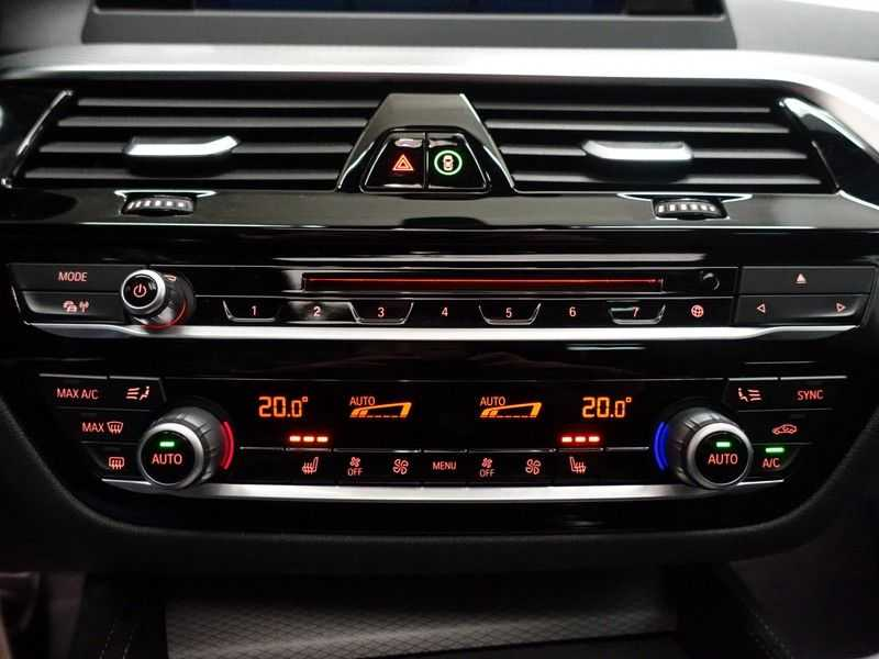 BMW 5 Serie Touring 520i High Exe 210pk M- Perfomance Powerkit- Pano, Leer, Full afbeelding 9