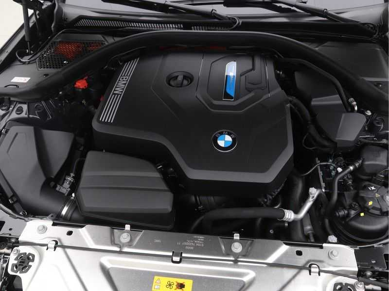 BMW 3 Serie Touring 330e PHEV High Executive M-Sport Automaat afbeelding 8