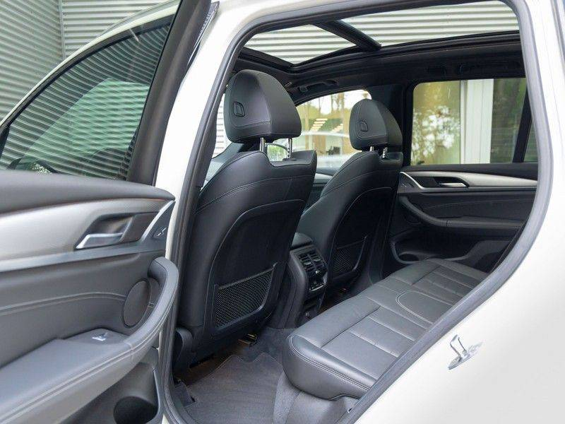 BMW X3 xDrive30i M-Sport - Trekhaak - ACC - Panorama - Head-up - Standkachel afbeelding 17