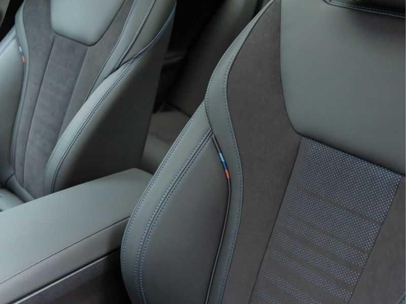 BMW 3 Serie Touring 330i M-Sport - Panorama - Trekhaak - Camera - Harman Kardon afbeelding 20