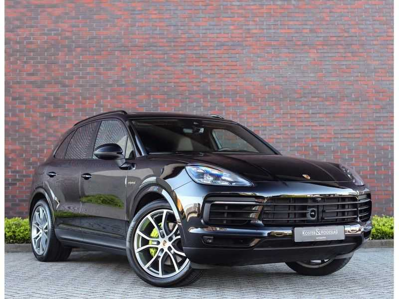 Porsche Cayenne 3.0 E-Hybrid *Pano*Chrono*ACC*PASM*HUD*Bose* afbeelding 1