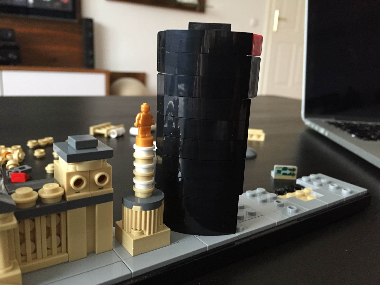 LEGO Architecture - Berlin: Deutsche Bahn Tower