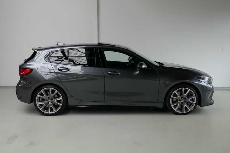 BMW 1 Serie M135i xDrive High Executive Virtual - Led - Panodak afbeelding 7