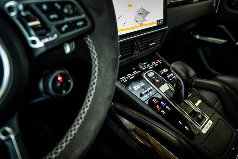Porsche Cayenne 4.0 Turbo   Head-Up   Carbon   Panorama   3D Camera   BOSE   Trekhaak   Afwijkende stikselkleur   Stoelventilatie   NP 252.000! afbeelding 20
