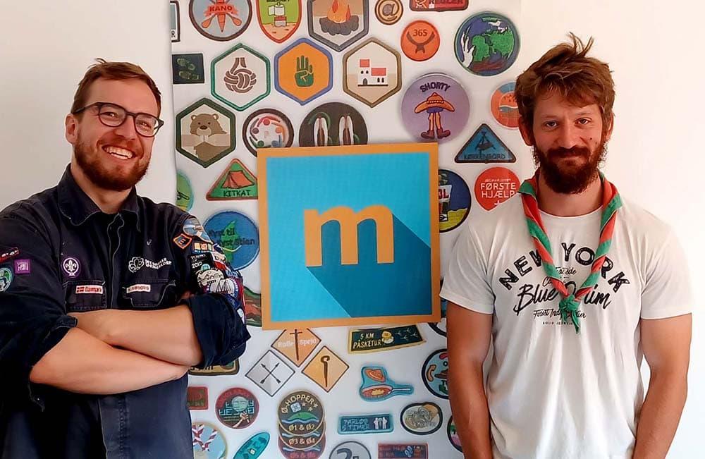 Niels og Anders fra Mærkelex står foran en Mærkelex-plakat