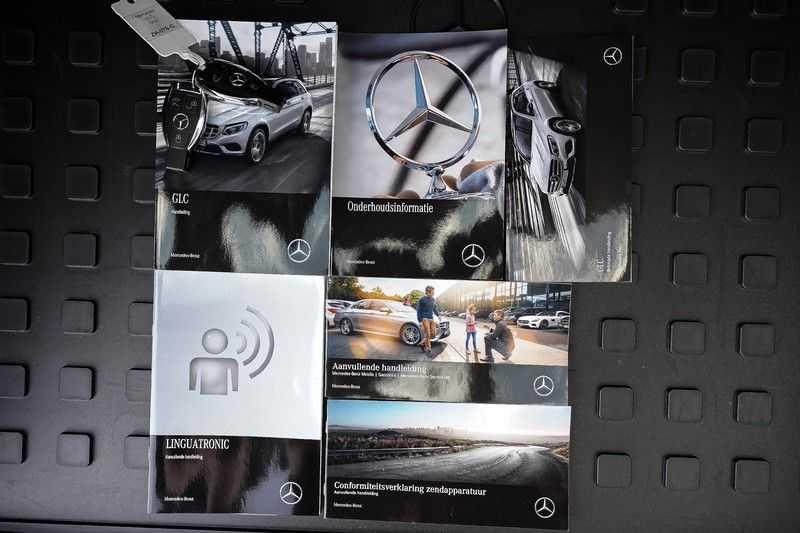 Mercedes-Benz GLC 250 4MATIC Sport Edition AMG Pano Trekhaak Camera 360° afbeelding 6