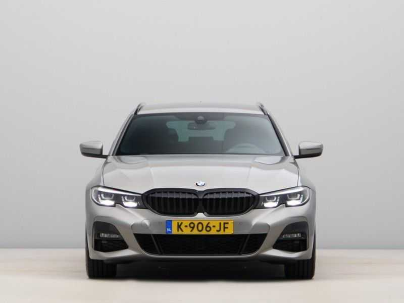 BMW 3 Serie Touring 318i Executive Model M Sport afbeelding 3