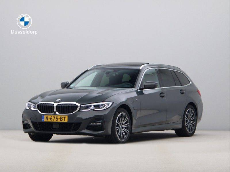 BMW 3 Serie Touring 330e xDrive High Executive Model M Sport afbeelding 1