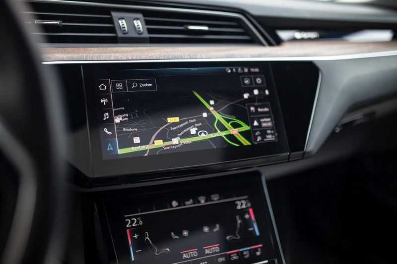 "Audi e-tron 55 Quattro *4% Bijtelling / Massage / HUD / Pano / 21"" / Hulppakket Stad & Tour* afbeelding 15"