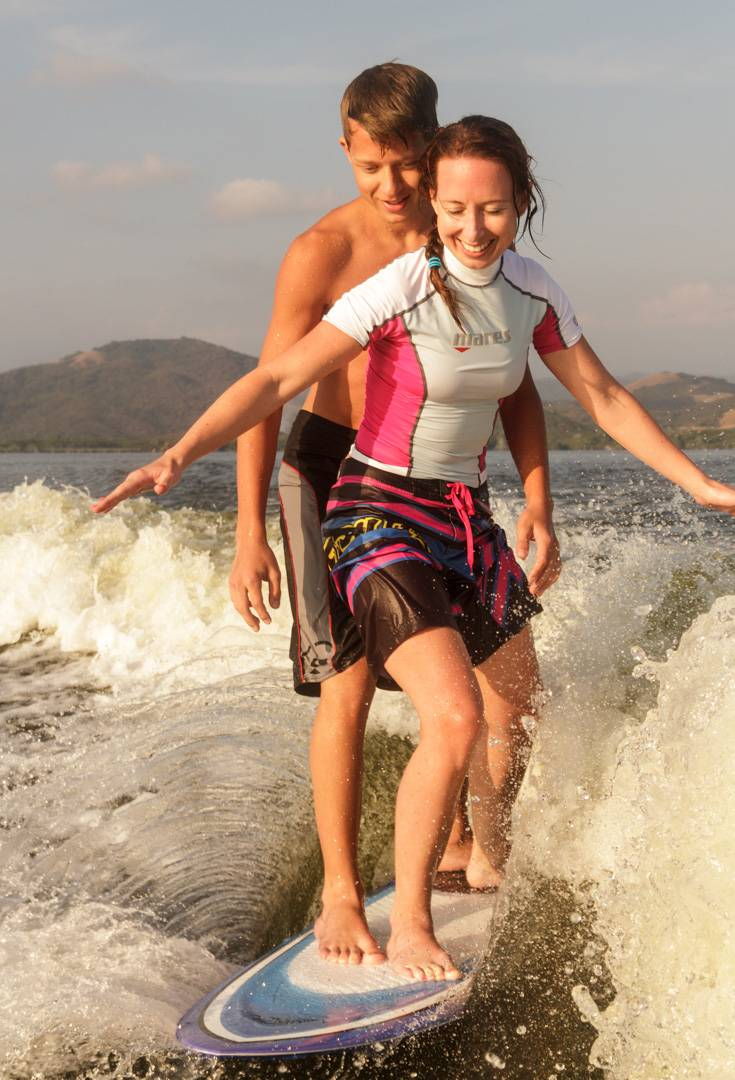 Wakesurf with 2 persons on one board
