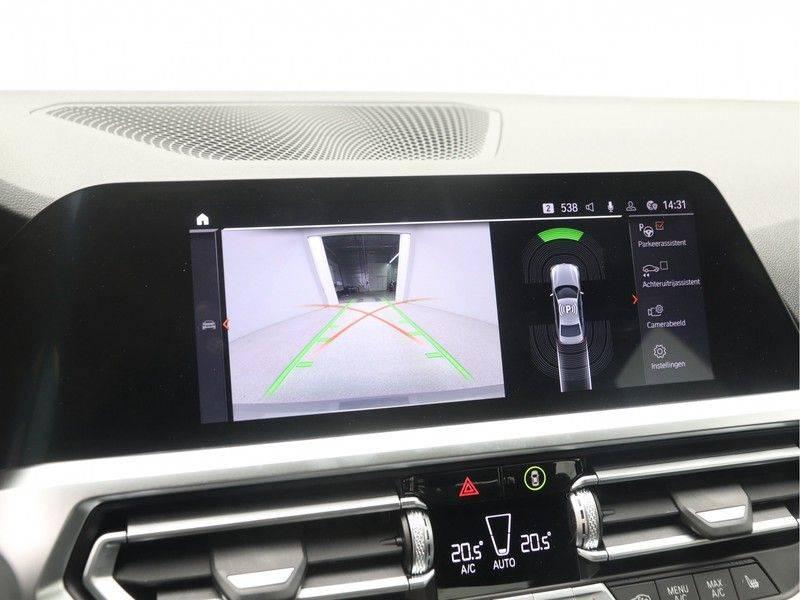 BMW 3 Serie Sedan 320i High Executive M-Sport Automaat afbeelding 18