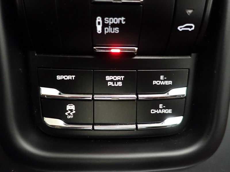 Porsche Cayenne 3.0 S E-Hybrid 334pk Sport Chrono Aut- Panodak, Bose, Leer, Camera, Full! afbeelding 19